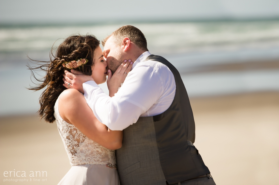 Oregon Coast Wedding First Kiss