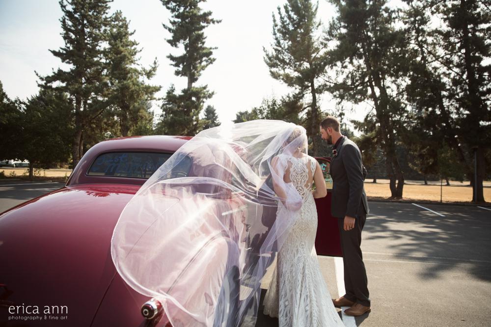 bride and groom classic getaway car