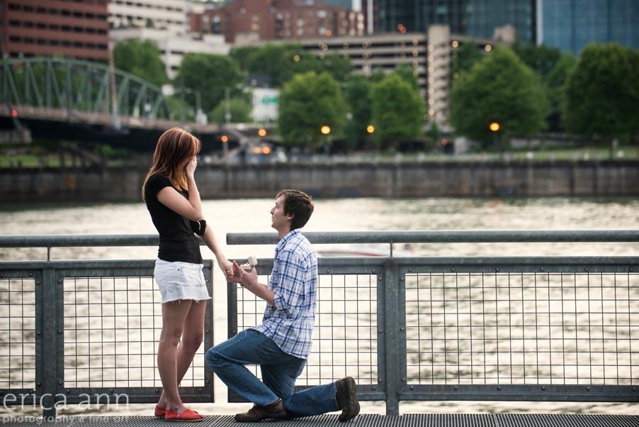 portland-waterfront-wedding-proposal